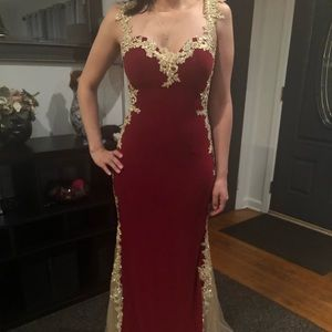 Dresses & Skirts - Size M Red Prom Dress
